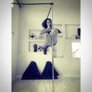 Oshinity pole dance fitness